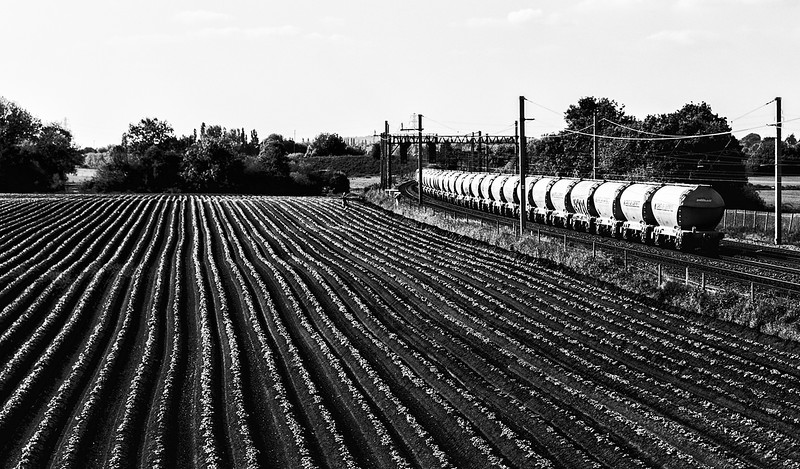 6M35 Gloucester - Clitheroe - passing the potato field at Winwick  28 May 2018