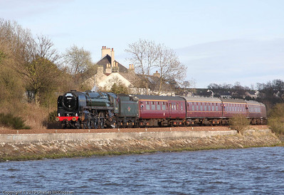 70013 Oliver Cromwell heading along Forth shoreline towards Culross