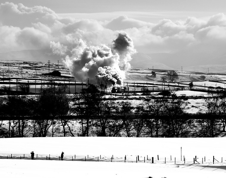 Black 5s 45407 and 44871 climb past Salterwath on the way to Shap summit 26/1/13