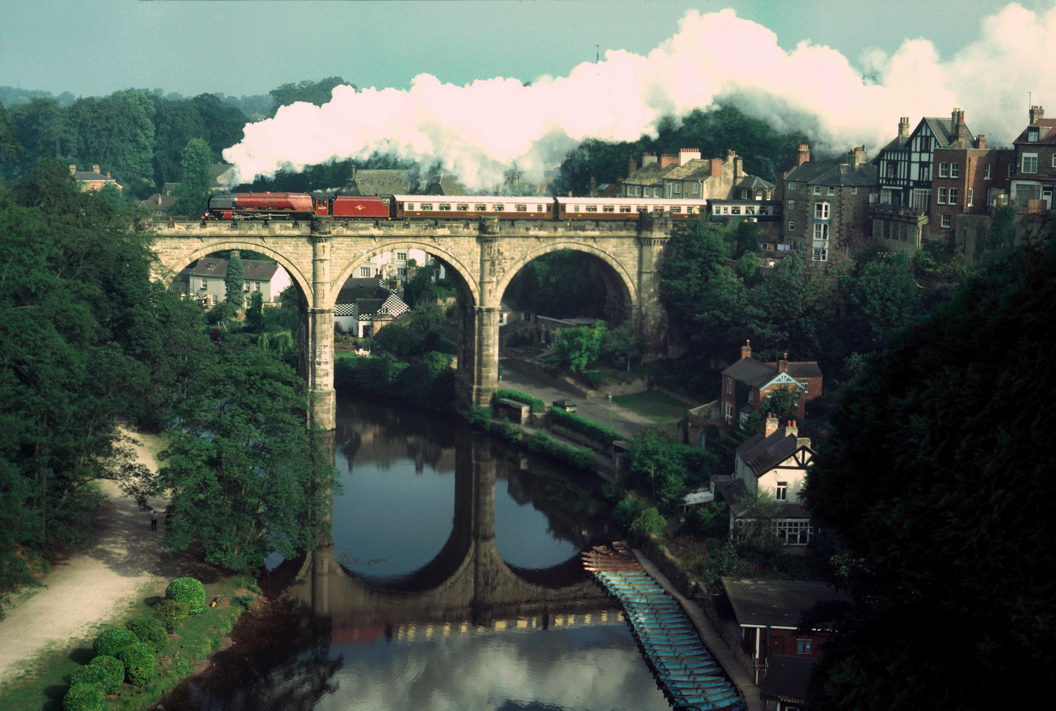 46229 Duchess of Hamilton Crossing River Nidd at Knaresborough 12/8/84
