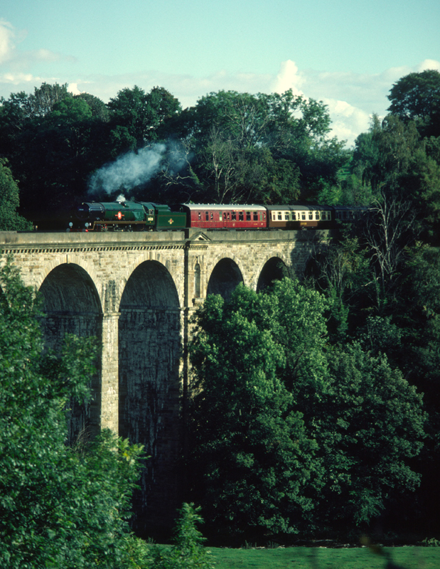 35028 Clan line Crossing Chirk Viaduct 26/9/84