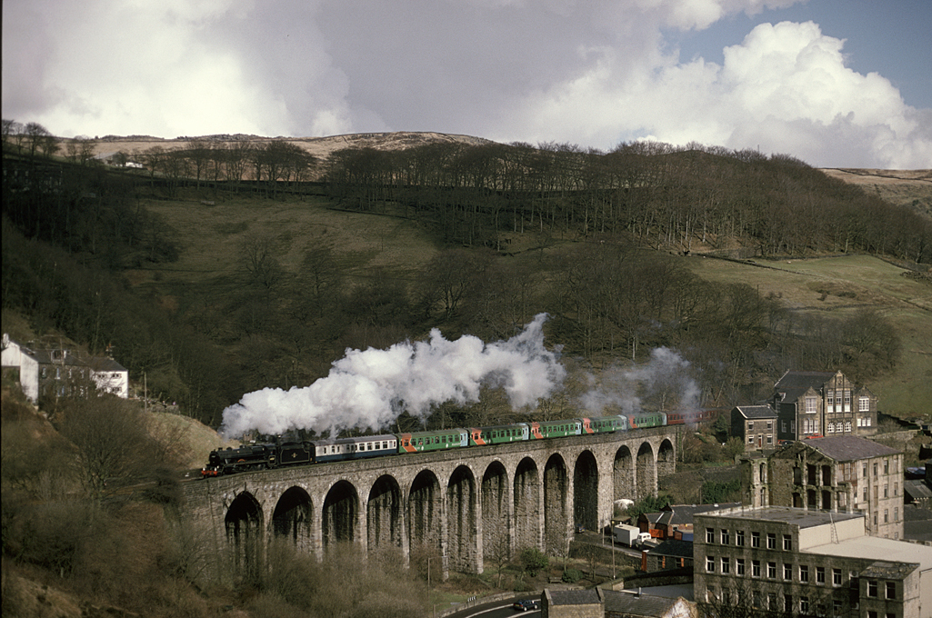 Black 5 44767 George Stephenson Lydgate Viaduct on the climb to copy pit 18/03/95