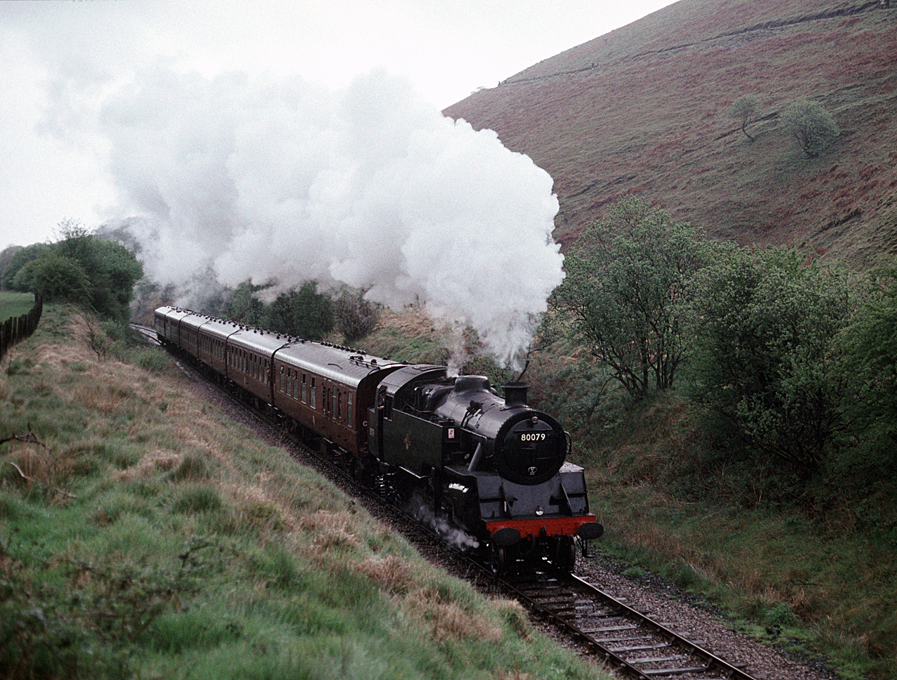 4MT 80079  climbing to Sugar Loaf tunnel 14/5/93