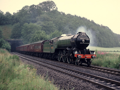 V2 4771 Green Arrow leaving Milford  tunnel 18/7/87