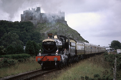 7819 Hinton Manor at Harlech with Cambrian Coast Express	26/7/87