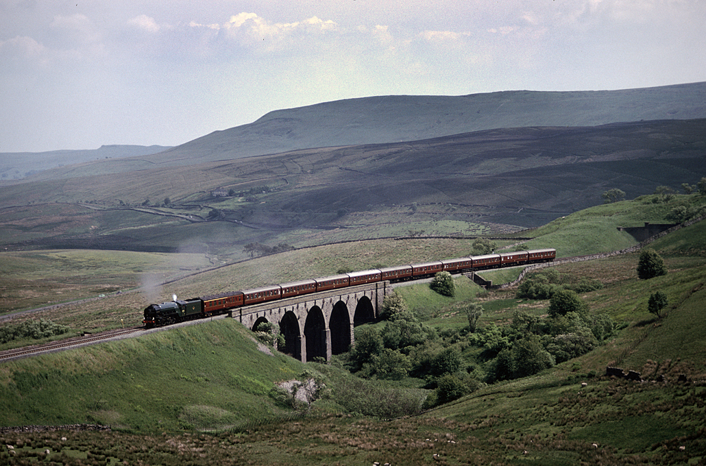 60532 Blue Peter with Northbound charter on the S&C – Lunds Viaduct13/06/92