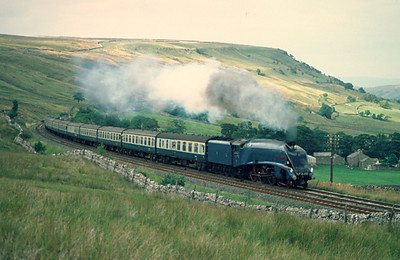 4498 Sir Nigel Gresley approaching Ais Gill 6/9/84