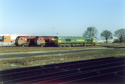 Once the shunt was done 67008 was uncoupled and parked next to 67016. Freightliner 66601 passes the two type 5 locos as it runs round its cement tanks.