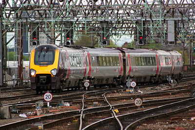 It was a loss to the enthusiasts and the travelling public when the loco hauled cross country services were replaced with four and five car Voyagers. 221119 forms 1M41 1006 from Paignton to Piccadilly.