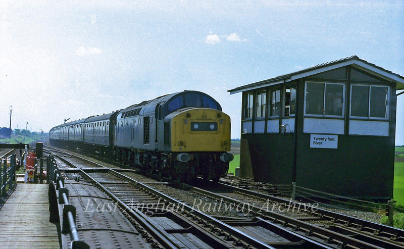 40151 passes Twenty Feet River signal box with the 0915 Yarmouth to Newcastle on 19th May 1979.