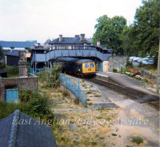 0957 to Colchester stands at Sudbury on July 31st 1973. The Kingfisher Leisure Centre now occupies this site.