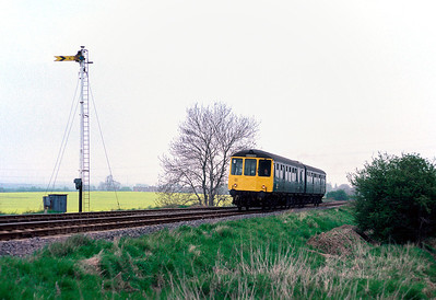 Class 104 53439 53425 at Liddlington between Bedford and Bletchley 11/5/85
