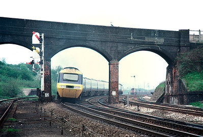 43105 is on the back of the 10.10 St Pancras-Nottingham as it pulls away from Wellingborough 11/5/85