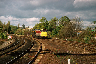 31 147 31 970 leaving Kettering for the North 28/10/90