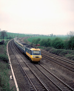 unidentified IC125 approaching Nielson Sidings nth of Wellingborough with 13.49 Derby St Pancras 11/5/85