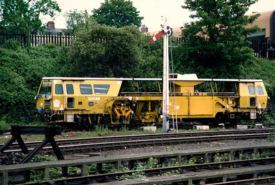 An amazing relic even in 1985: Ballast tamper and Midland Railway  lower quadrant signal at Leicester 14/6/85