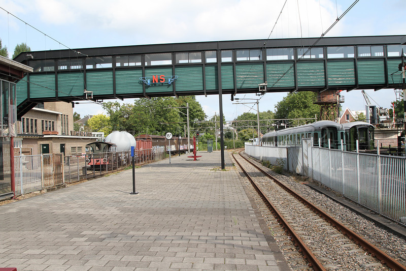 Station Utrecht Maliebaan is on the railway between Hilversum - Lunettes  where, since 1954, the Dutch Railway Museum has been located.