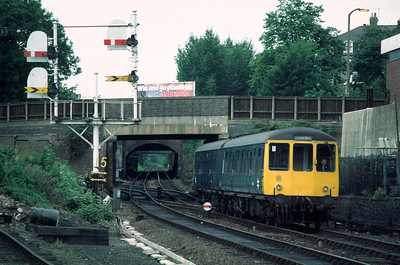 Class 104 DMU 53520 53477 08.45 Gospel Oak Barking service passing  Junction Rd Junction 27/8/85