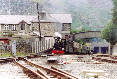 "The next arrival at Blaenau Ffestiniog is Hunslet 2-4-0 ""Linda"" with the 1455 off Porthmadog.  This gutsy little loco was built by Hunslet of Leeds in 1893 and has a heavy train of six corridor and one non coaches."