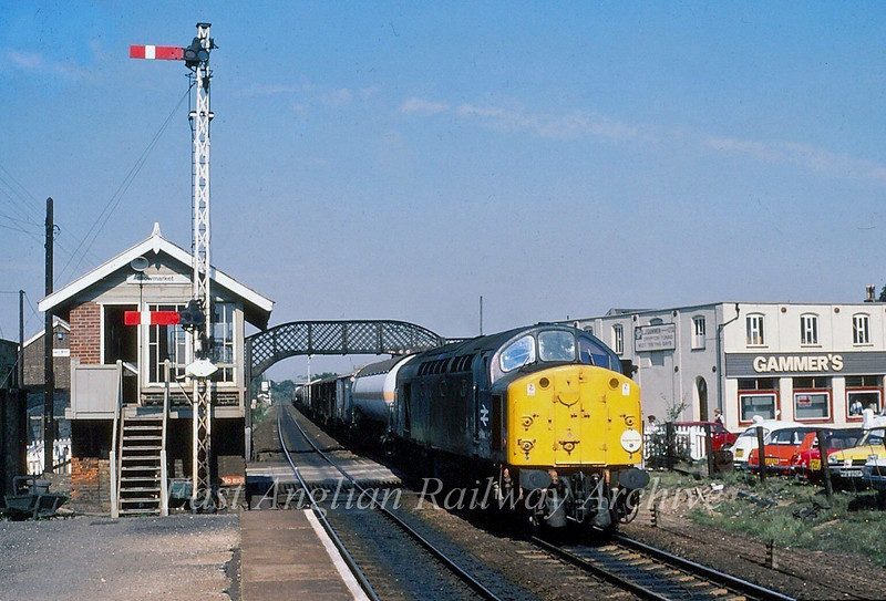 40122 passes Stowmarket with the 1005 Whitemoor to Parkeston. 1st September 1980.