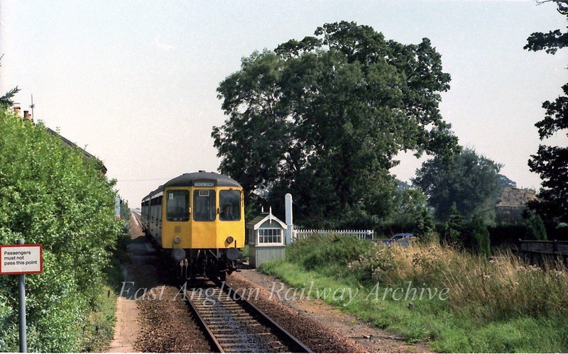 1230 Yarmouth to Norwich arrives at Lingwood.  6th September 1979
