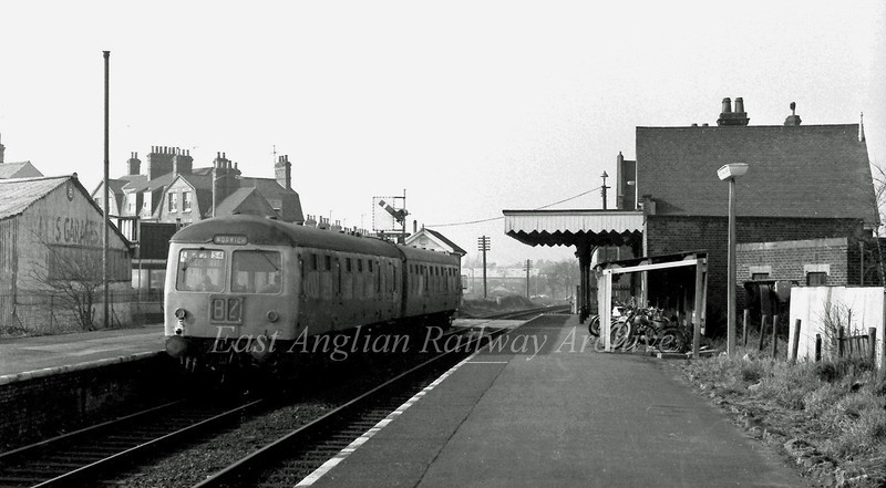 Oulton Broad North on 20th February 1976. The Cravens unit is forming the 1115 Lowestoft to Norwich. Little has changed here to the present day, but the George Borrow pub above the unit no longer serves ale.