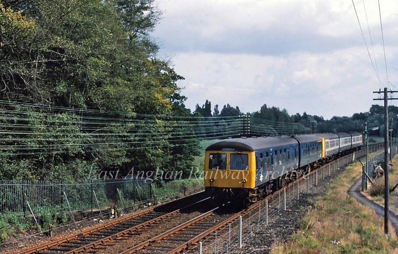 The 1236 Lowestoft to Norwich approaches the footbridge at Normanston Park Lowestoft on 30th August 1980.