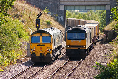 The driver of 66552 brought his loco slowly up to signal O297 and came to a stand. After a wait of several minutes 60015 appeared coming over Croft West Junction with 6M05 0930 Roxby to Northenden empty GMC binliner. The road is now set for 66552 to continue on towards Doncaster.