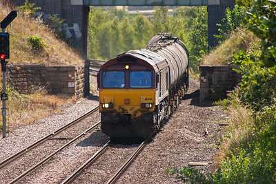 This line is busiest for freight and proved to be a popular location. 66250 approaches with an oil train.