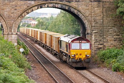 """A loaded """"binliner"""" approaches behind Shed 66056 rather than the usual class 60. This is 6E06 1000 Bredbury to Roxby loaded GMC binliner. The smell from these trains is really strong."""