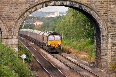 After so many light engines, here is a proper freight with EWS 66195 in charge of 6Z75 MX 0303 New Cumnock to Radcliffe power station loaded coal hoppers. This loco was seen the previous day at South Milford with a train to New Cumnock.