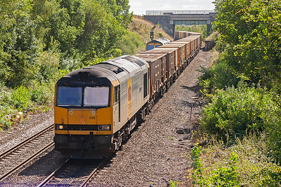 As 60015 took the train past one thing became very noticeable.....the smell. These refuse trains absolutely honk.