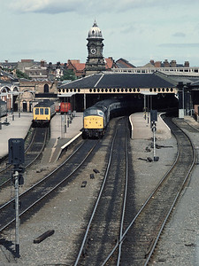45134 and class 108 DMU 54201 53621 at Scarborough Station 22/8/85