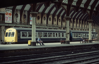 Taking it easy: 101 DMU 51430 51502 at York station 8/8/85