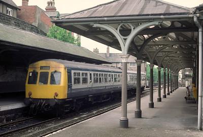 Class 101 51487 51440 10.10 Knaresborough Leeds at Knaresborough 27/5/85