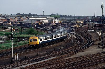 Class101 DMU leaving York 8/5/82