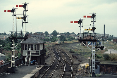 Class 141 55516 55536 with a Goole-Leeds train at Castleford 19/8/85