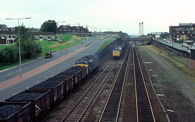 40082 heads west while 45043 is coming in the opposite direction at Armley, Leeds with 1/10/81