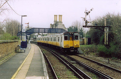 Aylesford also has staggered platforms and 508211 has the road away from the down platform with 2T43 1258 Maidstone West to Strood. The down starter and distant are mounted on a gantry.