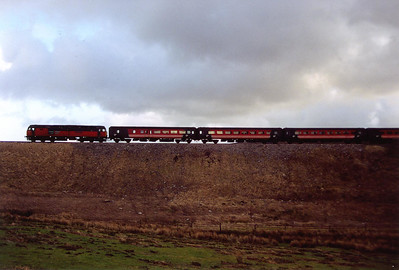 High on the embankment to the north of Garsdale 47789 and the first couple of coaches are almost like a Hornby train. Ais Gill summit is several miles of climbing at 1 in 165 away.