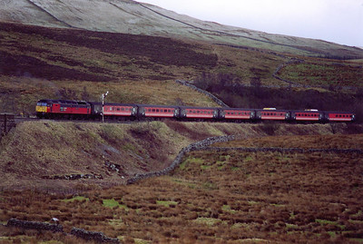 Down at Garsdale and 47789 passes the down advanced starter with 1S54 0550 from Bournemouth to Glasgow Central.