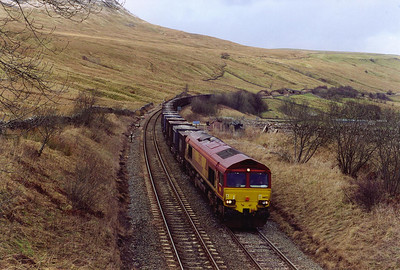 The only freight working seen on this day is 66132 climbing towards Ais Gill summit with 6E13 1332 Newbiggin to Knottingley empty gypsum containers.