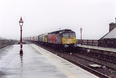 A pairing of Brush type 4 locomotives front 1S46 0655 Birmingham New Street to Edinburgh cross country service. 47844 leads 47847 as the snow starts to fall albeit just lightly at the moment.