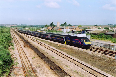 An up fGW HST bears left onto the tunnel with 43063 leading 43145 with 1L38 0800 Swansea to Paddington.  43063 was previously in use with Virgin Cross Country.