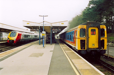 1499 stands at platform 4b and Phil can be seen walking away to make a cup of tea before heading back to Lymington.  To the left in platform 2 is 220003 working 1M70 1040 SuO Bournemouth to Crewe Cross Country.