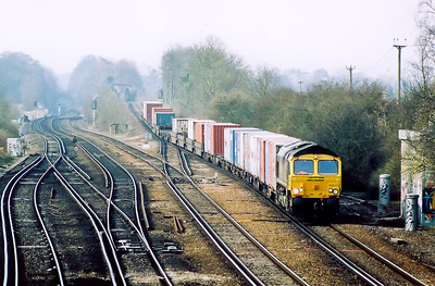 The light had improved to allow the 300mm lens and the layout of the junction is shown.  66571 brings it train, 4E44 0901 Southampton Millbrook to Leeds Freightliner, off Battledown Flyover which carries the up line over the Salisbury route which uses the middle two roads looking left.  On the far left is the down line to Southampton which goes straigh ahead.