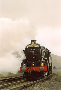 This was the first time I had seen the King in full flight on the main line, it looked and sounded great as it bit into the 1 in 264 climb to the highest station in England at Dent just behind me.