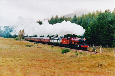 5972 and 37197 head south along Glen Falloch and on to Carnforth.  29/9/2004