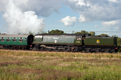 A side on shot of 34081 in the early evening sun. A good afternoon was had by Ross and myself