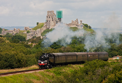 Back on the Corfe side of Afflington Bridge and Swanage stalwart 80104 storms upgrade with 2S07 1150 Norden to Swanage.